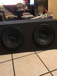 """2 12"""" Pioneer speakers in the box Canton, 39046"""