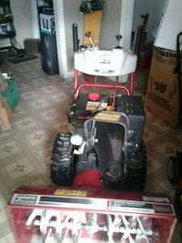 Snow blower like new . White outdoor Cayuga, N0A 1E0