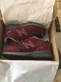 pair of red New Balance running shoes in box Washington, 20017