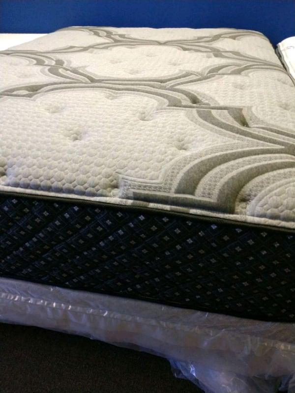 New King mattress & boxspring sets or separately  7d594a7c-2dba-4aff-8d1f-94ed94a58ec1