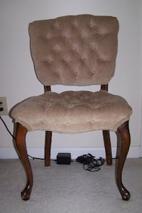 TUFTED VELVET ANTIQUE CHAIR WITH QUEEN ANNE LEGS KNOXVILLE