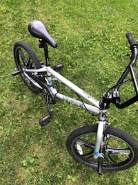 Rare 20-Inch Mongoose Boys Legion Series Silver Mag Bicycle Outdoor Sport 4 Freestyle Bike - Tough Machined Alloy Mag Wheels With Sealed Bearings - Light Weight Freestyle Frame & Forks  - Great Old-School Trick Bike - DISPLAYS WELL - Awesome Alloy Mag Whe Farmington Hills, 48336