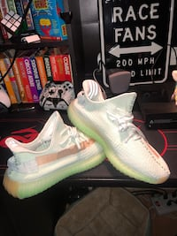 Yeezy boost 350 v2 Hyperspace size 10