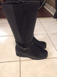 New never worn boots size 8 St Catharines