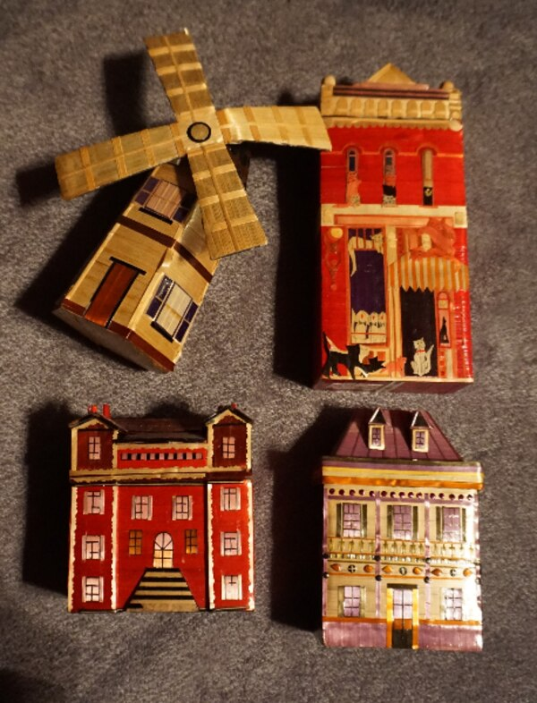 4 LITTLE CHINESE HOUSES     ASKING $25.00    b1ae57dd-22f0-44c8-a3f2-132ac882831c