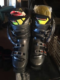pair of black-and-blue snowboard boots Escondido, 92027