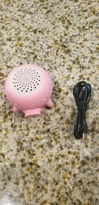 Pig portable bluetooth speaker with suction cup. Fort Mill, 29715