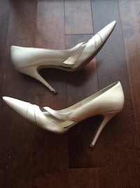 Pair of white leather pointed-toe heeled shoes Gatineau, J9J