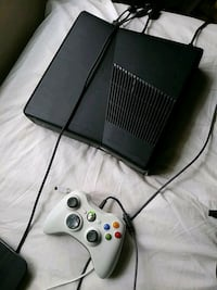 Xbox 360 console with controller Fort Lauderdale, 33317