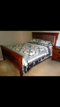 Solid wood queen size bed and dresser and mirror w Brampton, L6S 4T2