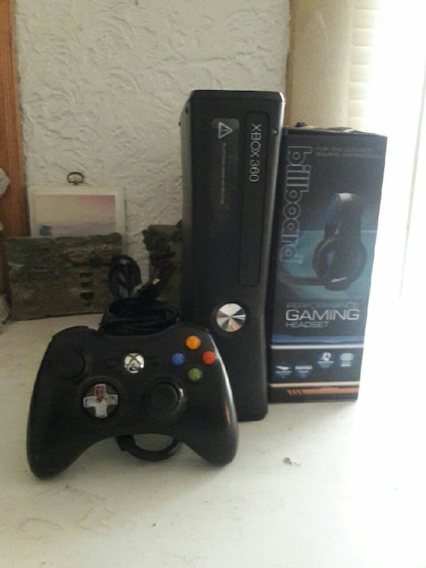 XBOX 360 S with 250GB, EVERYTHING INCLUDED AND MIC