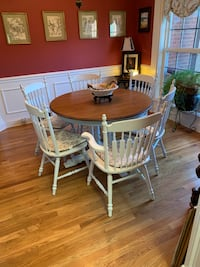 Tell city dinning table with 5 chairs. chalk painted  Murfreesboro, 37127