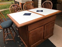 Island with 4 stools for sale the top also has a leaf that goes with it to make the table longer 36 km