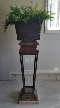Decorative Stand With Faux Fern In Basket London, N6G