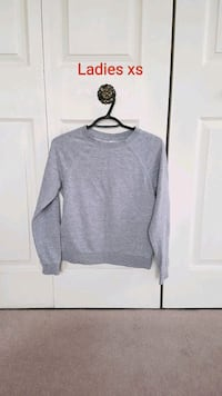 Ladies sweatshirt xs  Calgary, T2P 3T9
