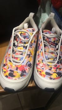 pair of white-and-pink low top sneakers Greensboro, 27407