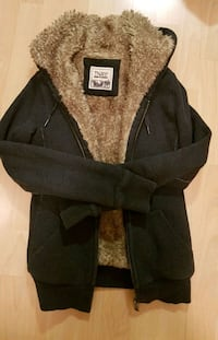 TNA size small faux fur hoodie  Richmond, V6Y
