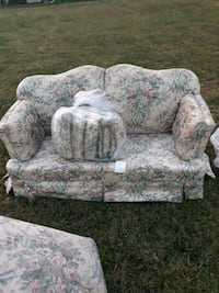 Floral Couch Love Chair or Resonable Offer Charlotte, 28216
