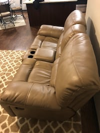Like new faux leather  Loveseat! Colorado Springs, 80921