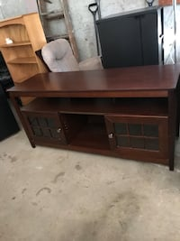 """Tv stand hold up to 65"""" tv"""