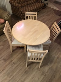 Hard wood table with chairs Oviedo, 32765