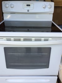 KENMORE - White and black induction range stove w/ oven Great Falls, 22066