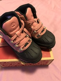 Pair of pink and blk timberland toddler boots size 9 Toronto, M5A