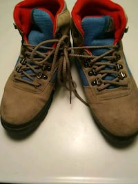 Shoes..womens hiking boots 8.5M..Wolverine Brand..  Good Condition
