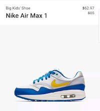 unpaired white and blue Nike Air Max 90 Vancouver, V6N