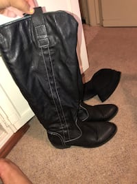 pair of black leather boots Whittier, 90602