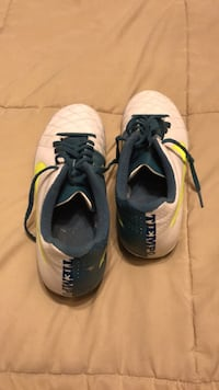 pair of white-and-black Nike basketball shoes Lithonia, 30038