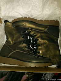 black leather boots with box Springfield, 01108