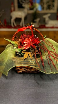 Christmas flower arrangements Saint Andrews, R1A 3B7