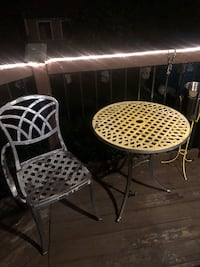 Metal table and chair  Whitby, L1M 1E6