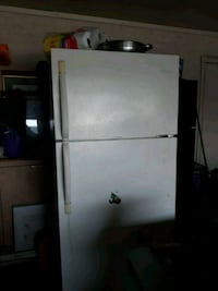 white top-mount refrigerator Phoenix, 85033