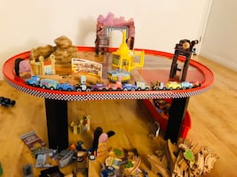 Disney Cars Radiator Springs car track and table
