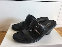 Pair of black leather sandals size 8 Montréal, H3H 2J4