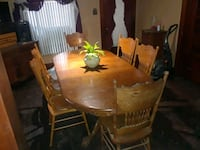 Solid oak table and chairs 6 chairs  Council Bluffs, 51501