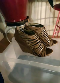 Vince Camuto Lucky Vachetti Army Green Platforms, Size 8 Wilmington, 19801