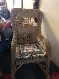 Antique wicker rocking chair Brant, N3L 2L3