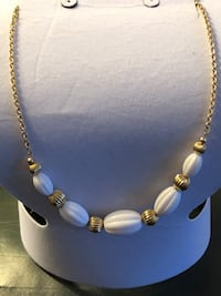 Simple elegant Avon necklace Waterdown, L8B 0E6