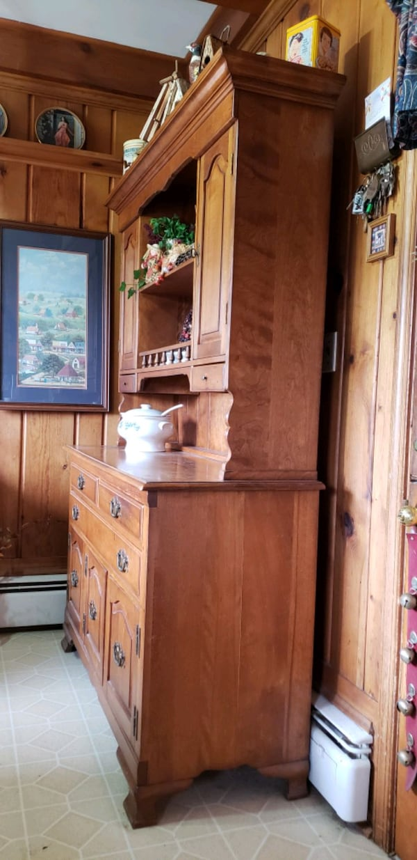 Kitchen hutch with drawers and cabinets. a9ec17ed-66e0-4c32-bf99-0bb6afa6d384