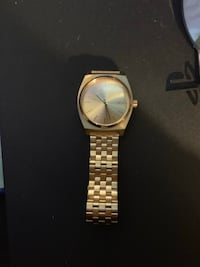 round gold analog watch with link bracelet Los Angeles, 91352