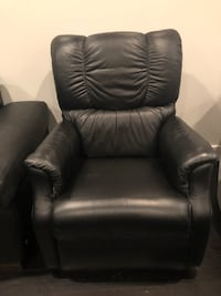 black leather recliner sofa chair Langley, V1M 3T3