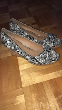 Pair of heels (Size: 6) Laval, H7G