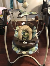 baby's black and white Graco swing chair Mississauga, L5R 0C5