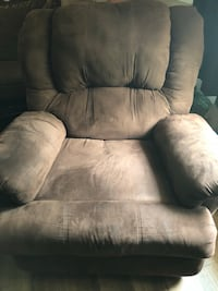 Recliner in excellent condition , need to sell Dalton, 30720