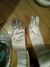 Small Princess / Costume gloves, shiny white London, N6A 3R8