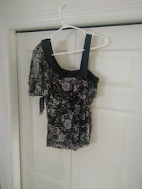 Bl & Wh one shoulder party top. Sz Med (fits sm maybe junior sz?) Cambridge, N3C 4P5