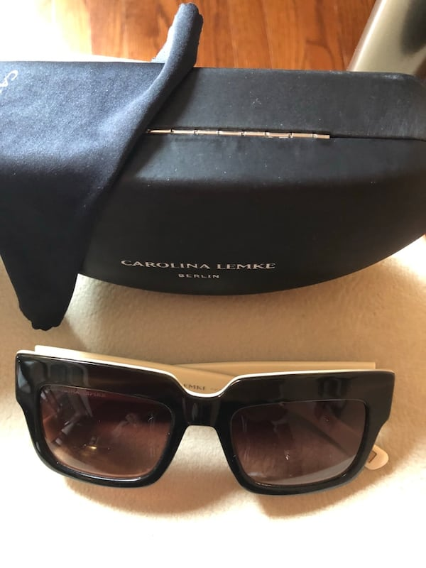Ladies Sunglasses in perfect condition 7a195389-9246-4b06-83be-ee906cbd83b2